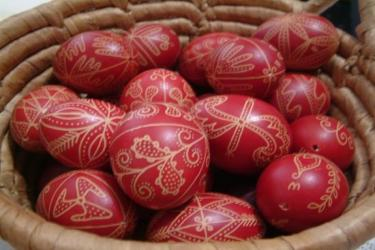 Készíts Te is egyedi, kézzel festett húsvéti tojásokat!